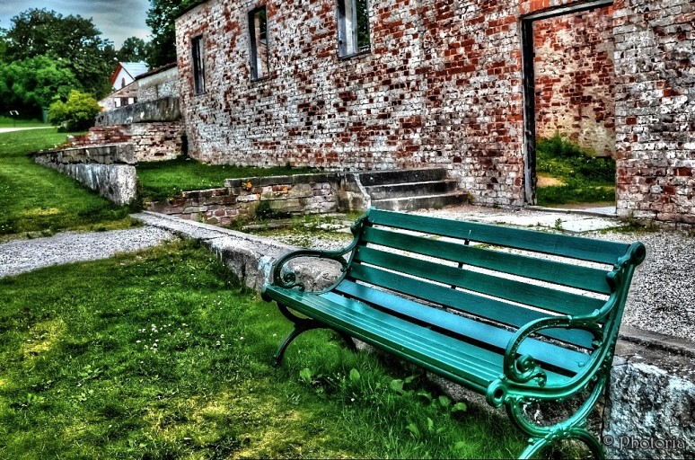 Benches_8b